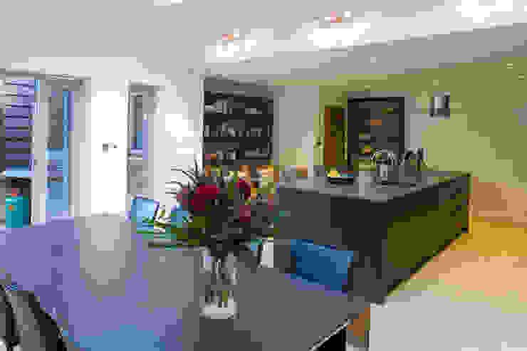 Toops Barn Moderne keukens van Hampshire Design Consultancy Ltd. Modern
