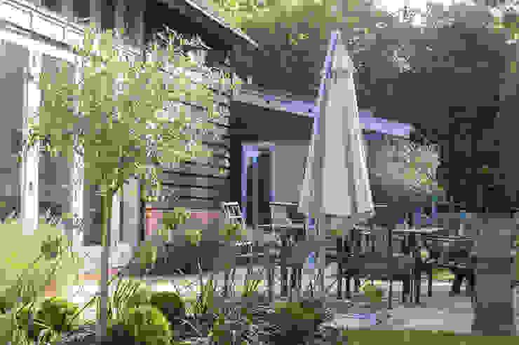 Toops Barn Moderne tuinen van Hampshire Design Consultancy Ltd. Modern