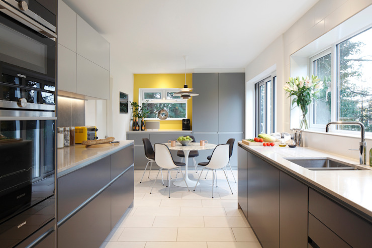 Contemporary kitchen diner in Essex residence Paul Langston Interiors Dapur Modern Grey