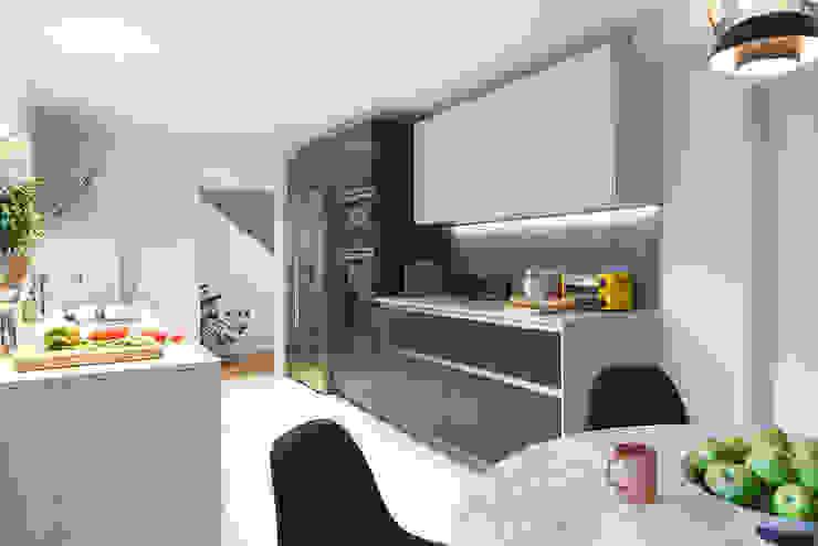 Contemporary kitchen diner in Essex residence 現代廚房設計點子、靈感&圖片 根據 Paul Langston Interiors 現代風