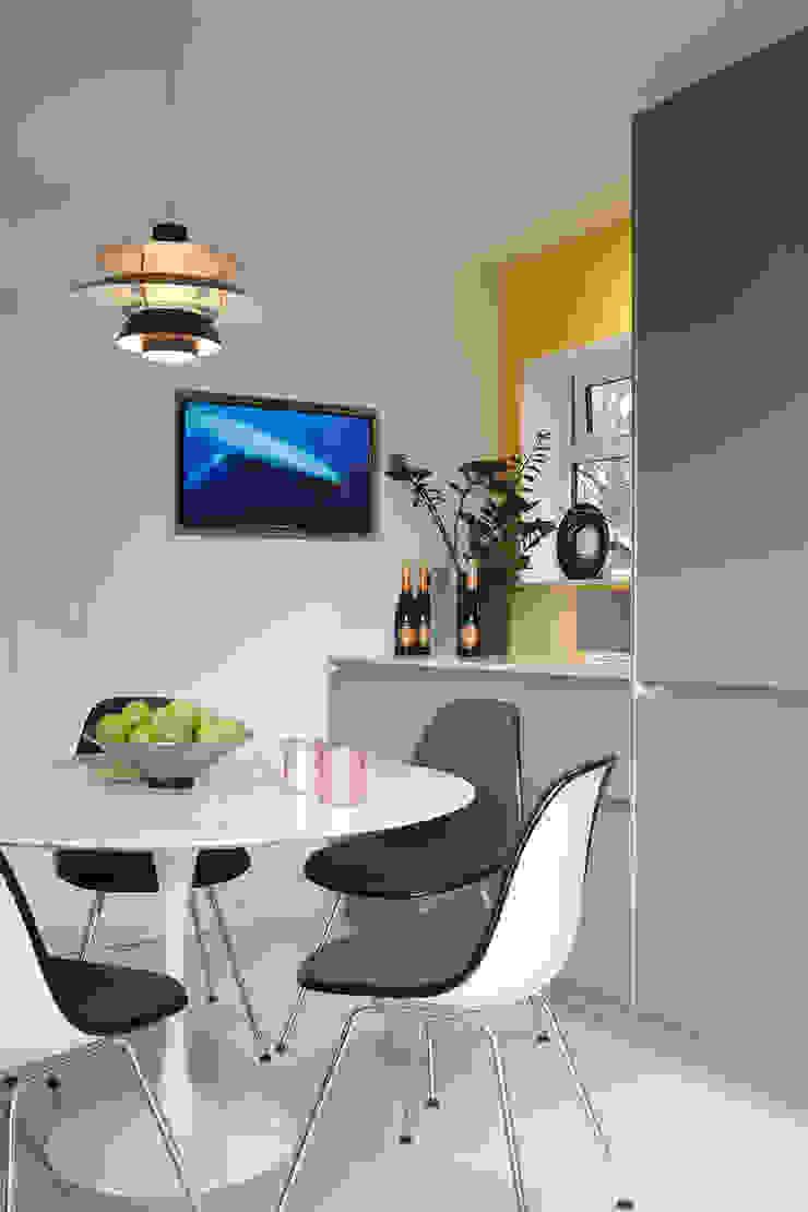 Contemporary kitchen diner in Essex residence Modern kitchen by Paul Langston Interiors Modern