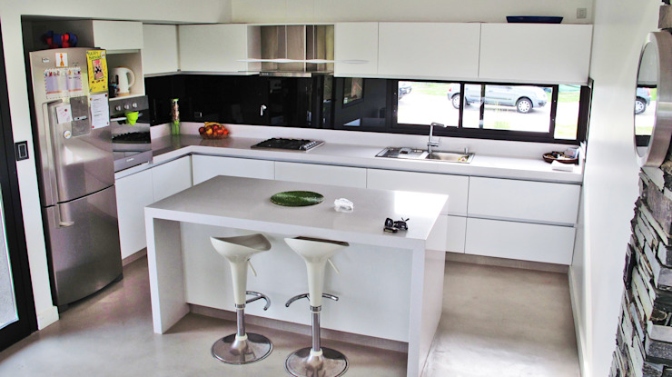 Estudio Fernández+Mego Cocinas de estilo minimalista