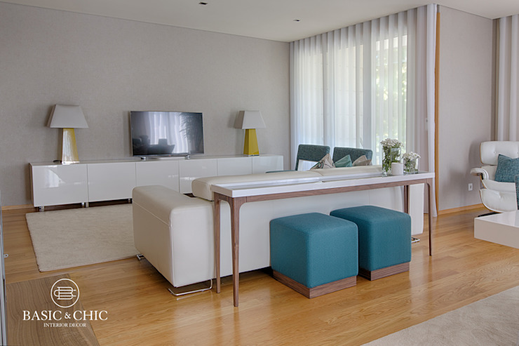 Sala de Estar por Basic & Chic Moderno