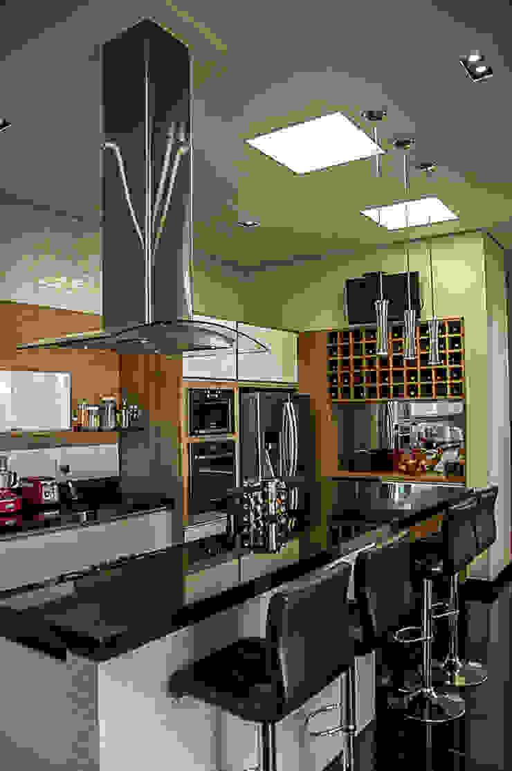 Modern Kitchen by A/ZERO Arquitetura Modern