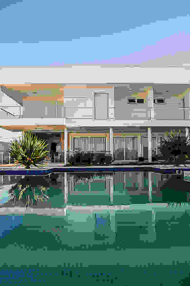 Modern Pool by A/ZERO Arquitetura Modern