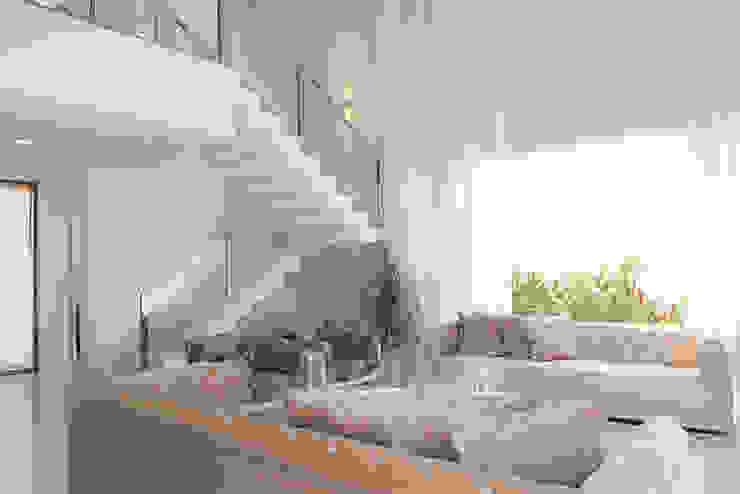 SOBRADO FUNCIONAL Salas de estar modernas por Camila Castilho - Arquitetura e Interiores Moderno