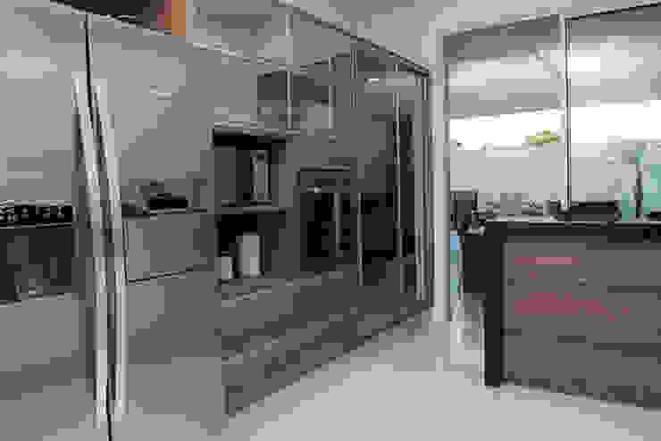 SOBRADO FUNCIONAL Cozinhas modernas por Camila Castilho - Arquitetura e Interiores Moderno