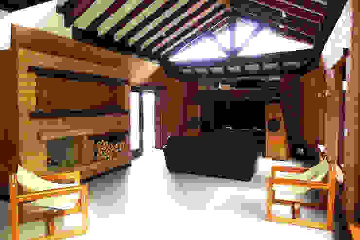 Salas de estar rústicas por Baixo Impacto Arquitetura Ltda. Rústico