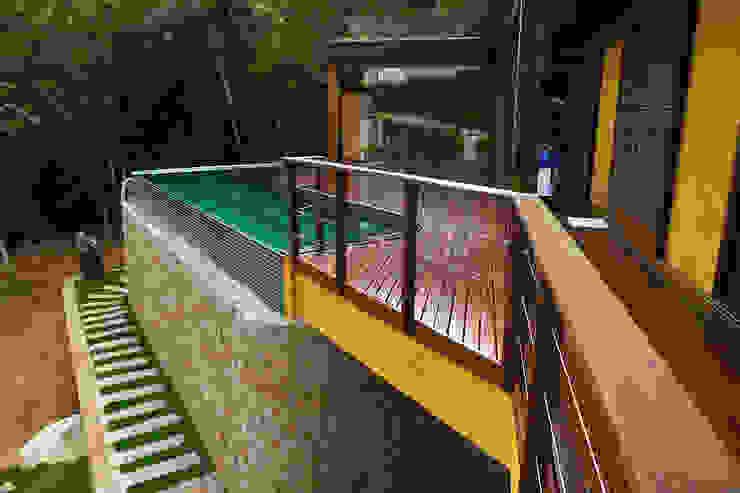Piscinas rústicas por Baixo Impacto Arquitetura Ltda. Rústico