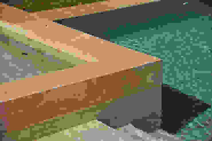 Barrio Cerrado Piletas modernas: Ideas, imágenes y decoración de Surpool - Diseño de Espacios de Agua Moderno Mármol