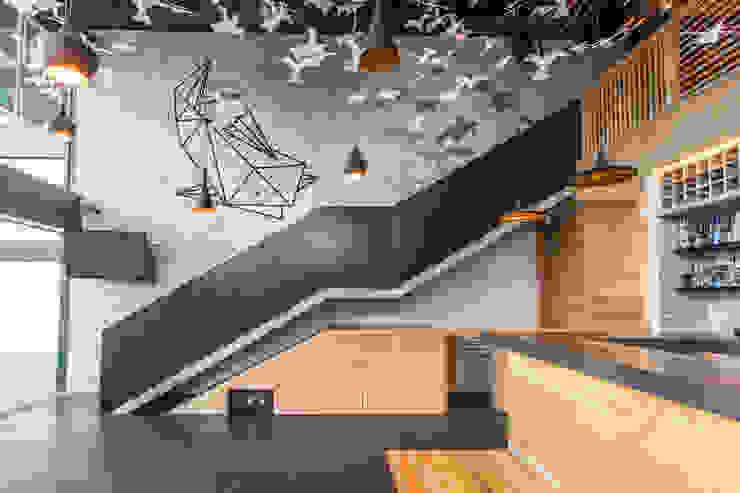 KENZO de 0STUDIO Moderno Madera Acabado en madera