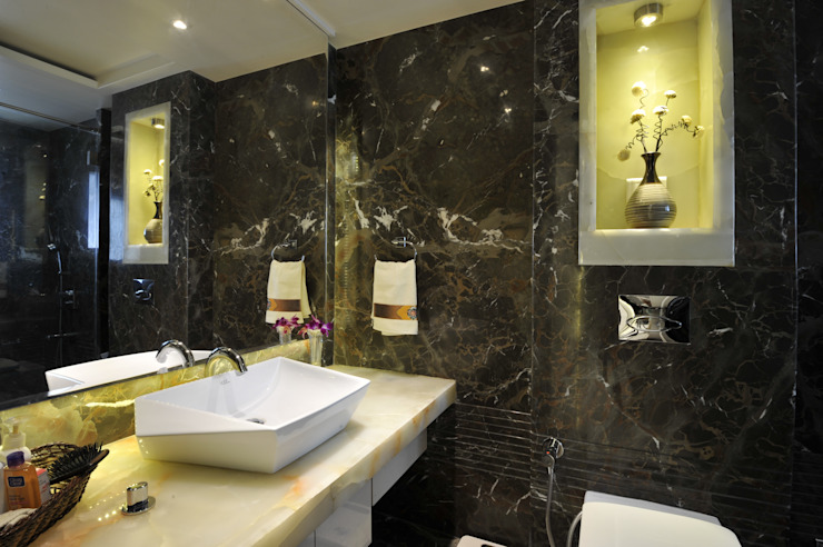 homify Modern bathroom Marble Brown