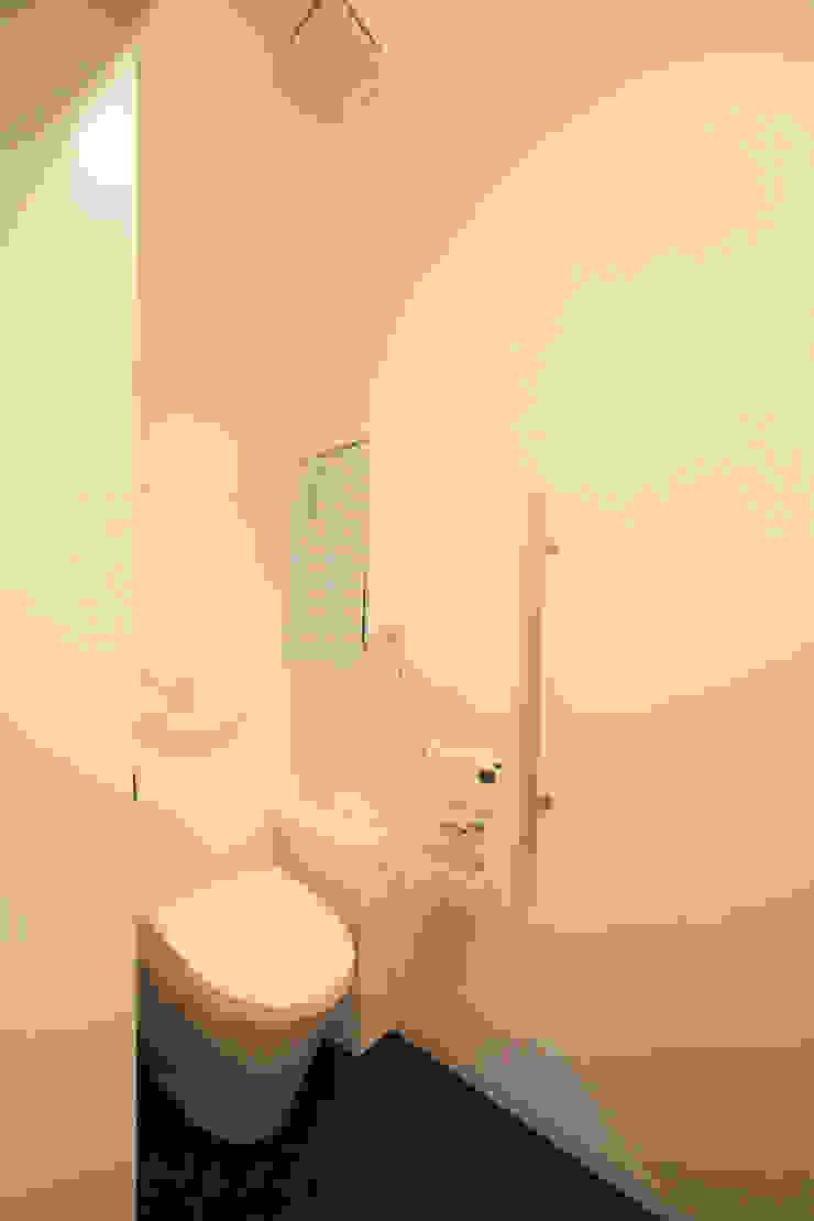 Koridor & Tangga Modern Oleh atelier m Modern