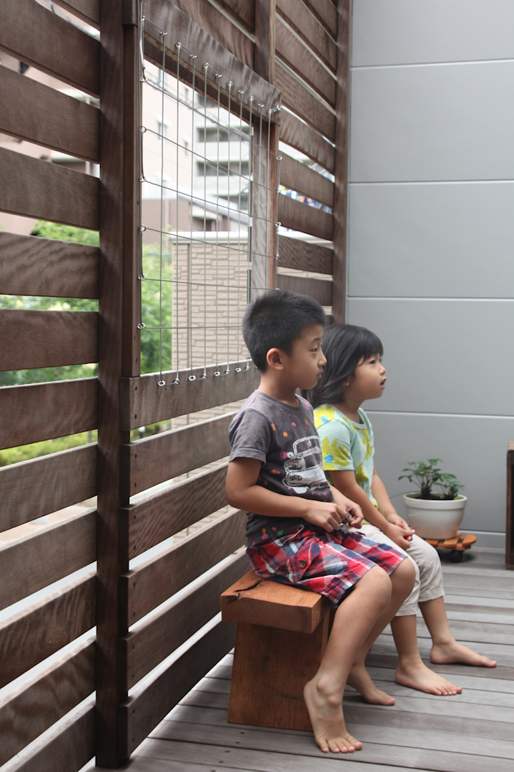 Balkon, Beranda & Teras Modern Oleh atelier m Modern