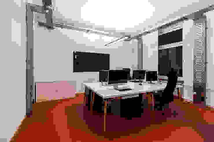 Studio Stern Study/officeDesks