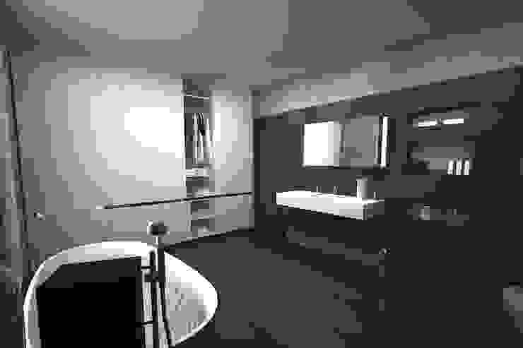 master bathroom Modern bathroom by A Mans Creation Modern