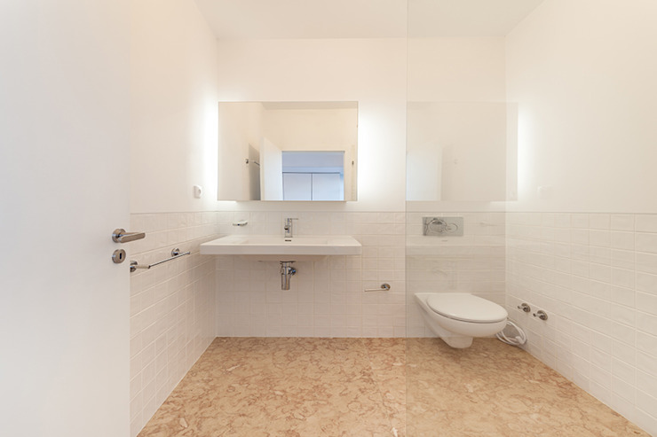 Casa da Porteira: Casas de banho  por AFarquitectos,