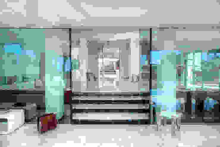 homify Puertas y ventanas de estilo minimalista