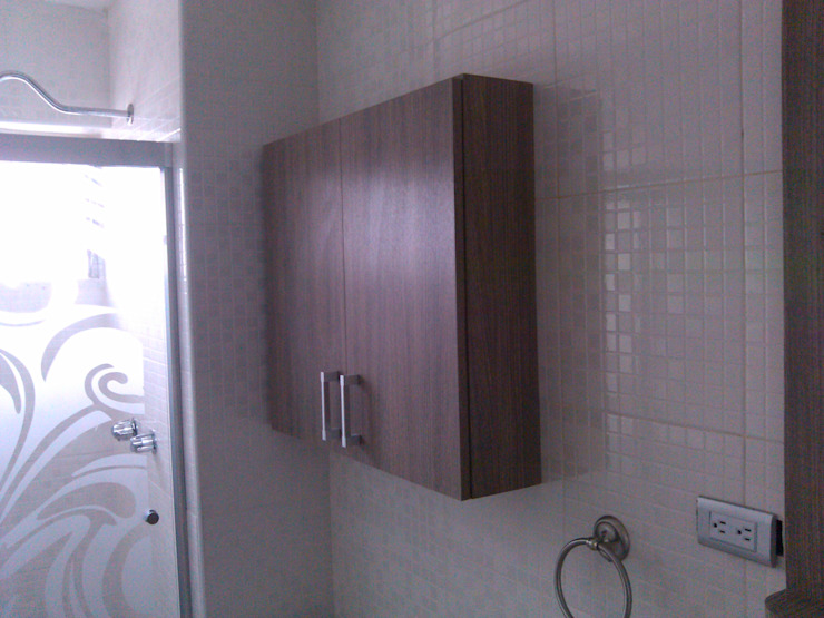 Cesar Vargas Carpintería en General Classic style bathroom Chipboard Wood effect