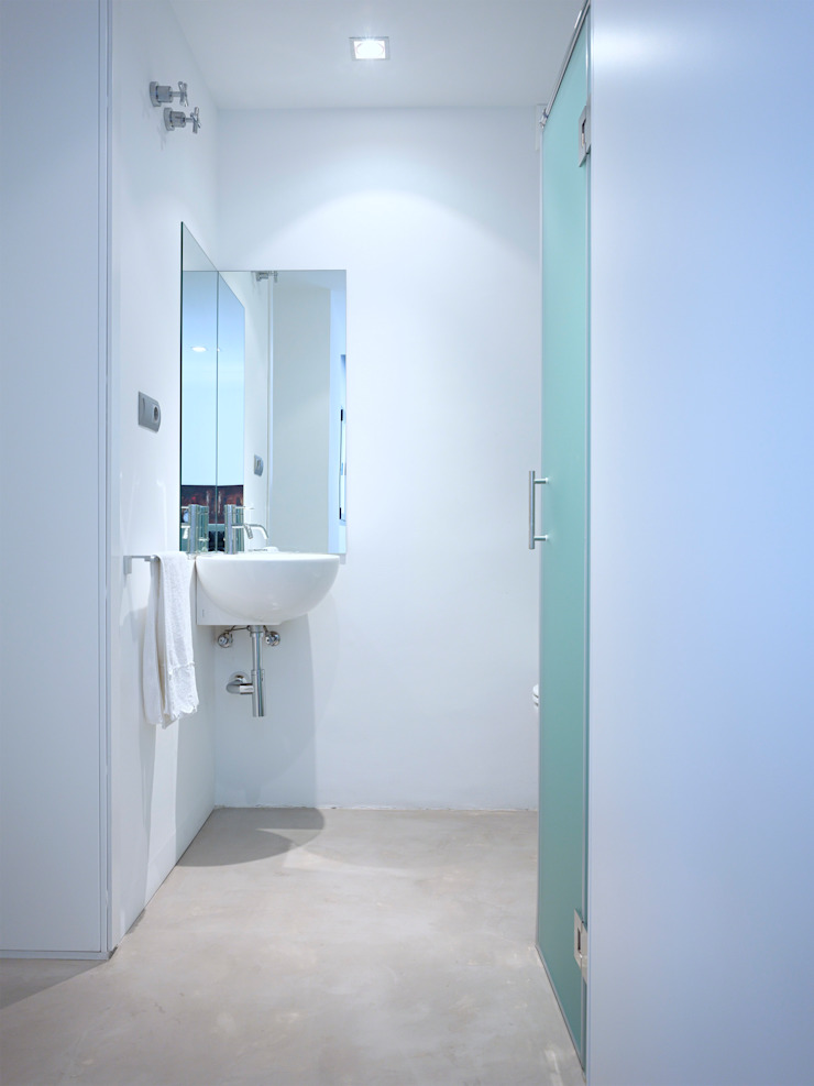 Refugio para dos Baños de estilo moderno de BELVEDERE CAPITAL Moderno