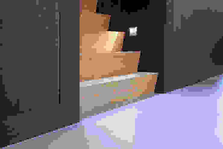 VERBOUWING JAREN '70 WONING Moderne gangen, hallen & trappenhuizen van a-LEX Modern