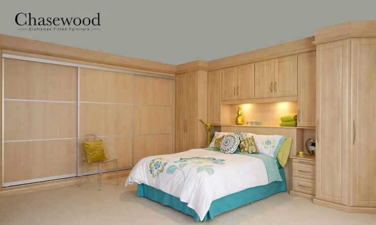 Fitted Wardrobe homify BedroomWardrobes & closets Solid Wood Beige