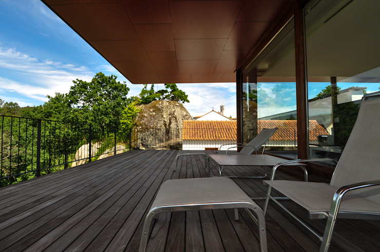 Patios & Decks by Lousinha Arquitectos,