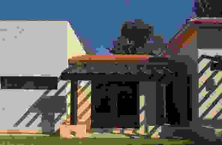 Modern home by AIDA TRACONIS ARQUITECTOS EN MERIDA YUCATAN MEXICO Modern Wood Wood effect