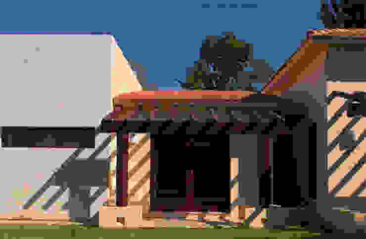 FACHADA POSTERIOR Casas modernas de AIDA TRACONIS ARQUITECTOS EN MERIDA YUCATAN MEXICO Moderno Madera Acabado en madera