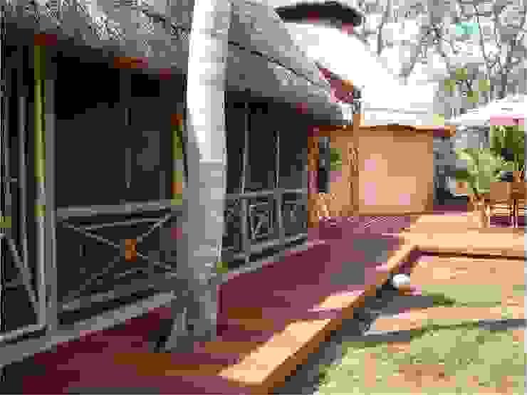 DECK EN PALAPA ZODZIL Balcones y terrazas clásicos de AIDA TRACONIS ARQUITECTOS EN MERIDA YUCATAN MEXICO Clásico Madera Acabado en madera