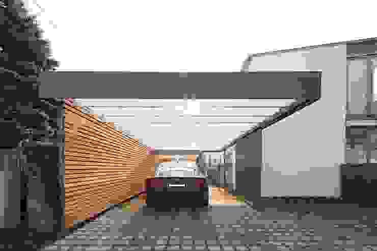Carport Moderne Garagen & Schuppen von Architekt Armin Hägele Modern