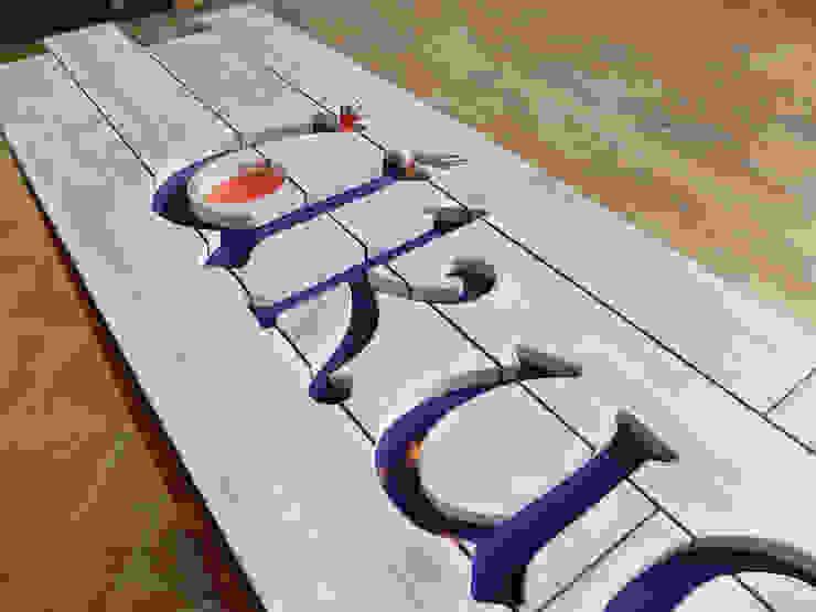 Rótulos madera de Vil.la Pingüí Moderno Madera Acabado en madera