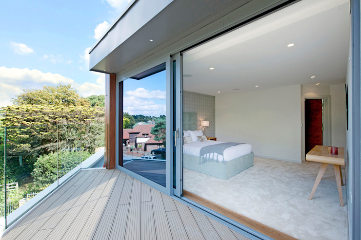 Brudenell Avenue, Canford Cliffs, Poole David James Architects & Partners Ltd Modern balcony, veranda & terrace