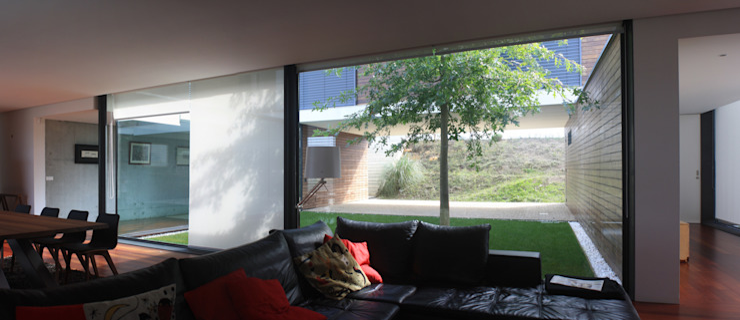 Salon moderne par Lousinha Arquitectos Moderne