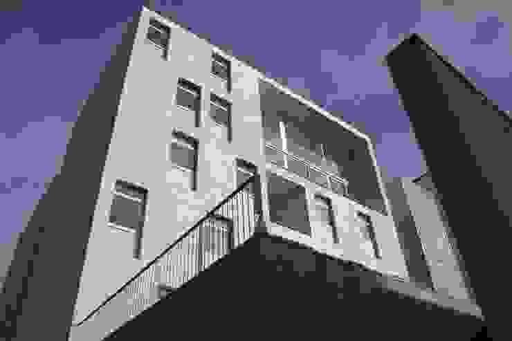 Douro á Vista: Casas  por Lousinha Arquitectos,Moderno