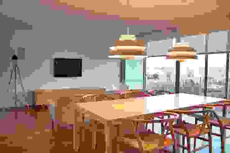 Douro á Vista: Salas de estar  por Lousinha Arquitectos,Moderno