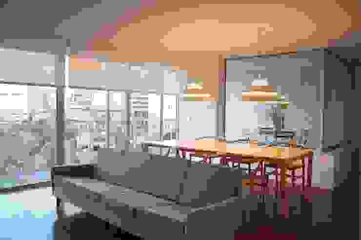 Douro á Vista: Salas de jantar  por Lousinha Arquitectos,Moderno