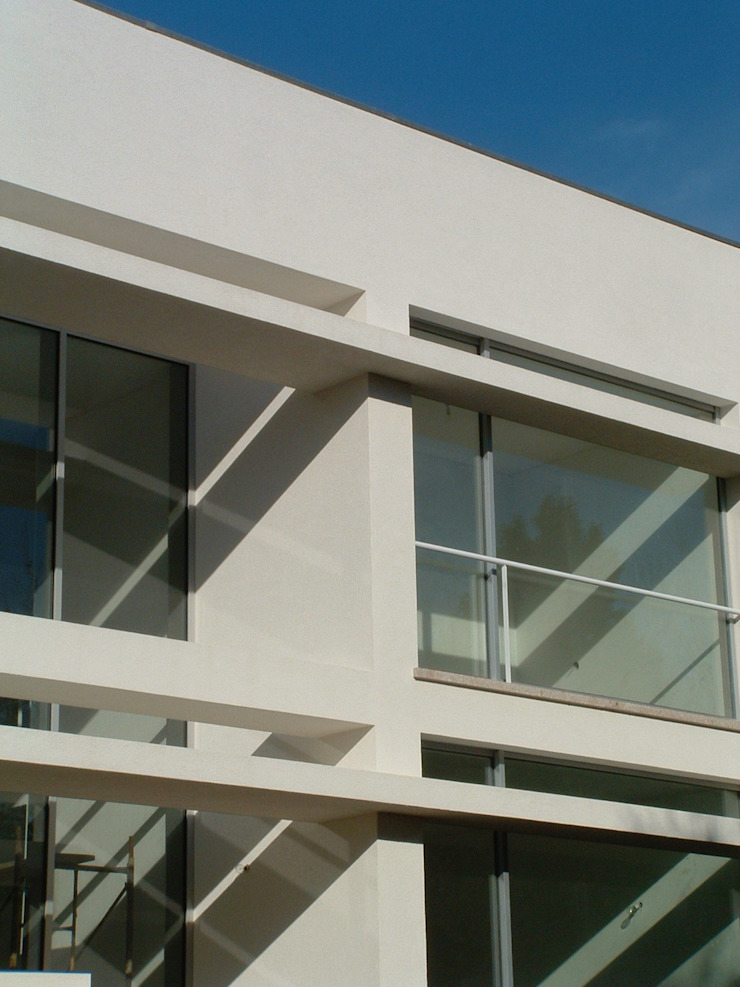 Casa Melo Varandas, marquises e terraços modernos por Lousinha Arquitectos Moderno