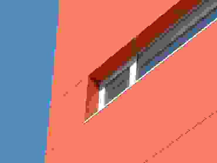 Edifício Empril Janelas e portas modernas por Lousinha Arquitectos Moderno