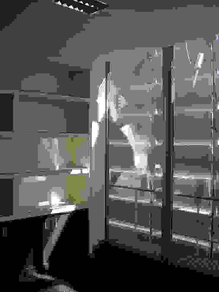 Edifício Empril Escritórios modernos por Lousinha Arquitectos Moderno