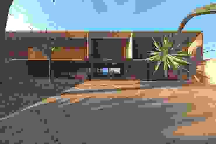 Casa Luanda Janelas e portas modernas por Lousinha Arquitectos Moderno