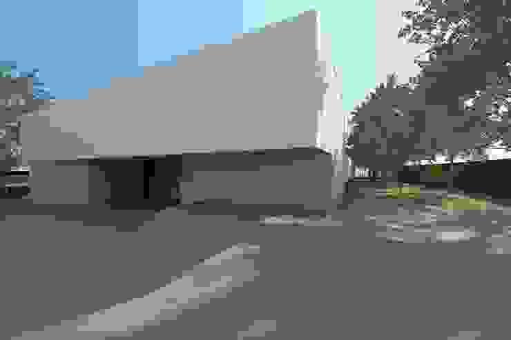 Casa Águeda Jardins minimalistas por Lousinha Arquitectos Minimalista