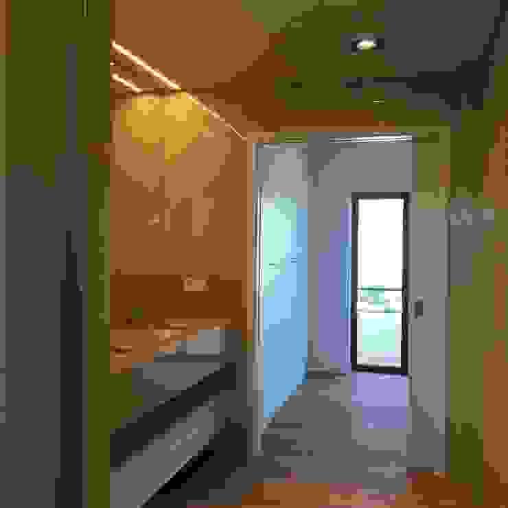 Casa de banho Suite Casas de banho modernas por HighPlan Portugal Moderno Pedra