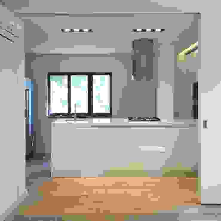 Cozinha Cozinhas modernas por HighPlan Portugal Moderno Madeira Acabamento em madeira