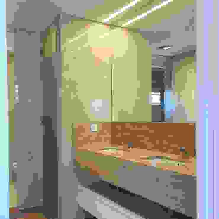 Moradia em Lisboa – Alvalade Casas de banho modernas por HighPlan Portugal Moderno Pedra