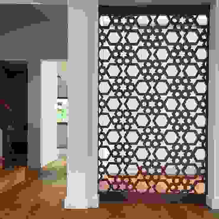 Painel / Porta decorativa Salas de estar modernas por HighPlan Portugal Moderno MDF