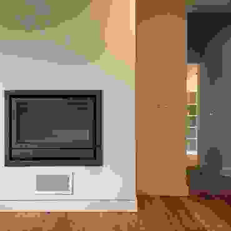 Sala de estar Salas de estar modernas por HighPlan Portugal Moderno Madeira Acabamento em madeira