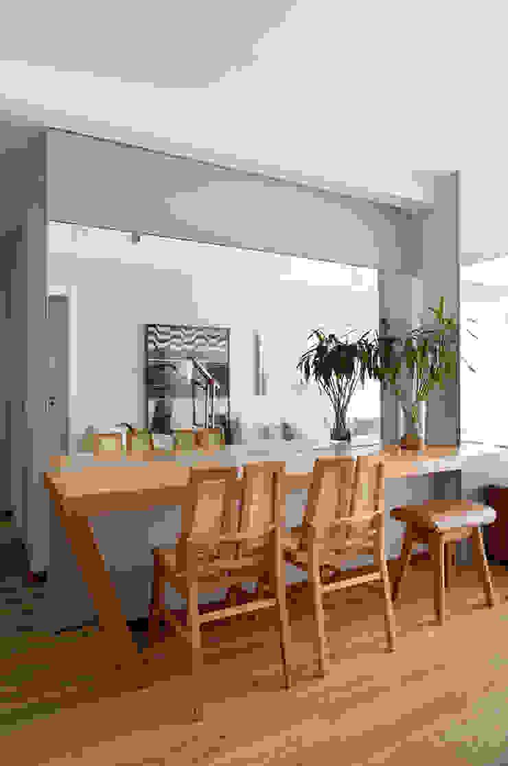 現代廚房設計點子、靈感&圖片 根據 Studio Eloy e Freitas Arquitetura e Interiores 現代風