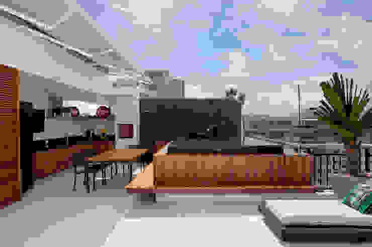 Albercas de estilo  por Studio Eloy e Freitas Arquitetura e Interiores, Moderno