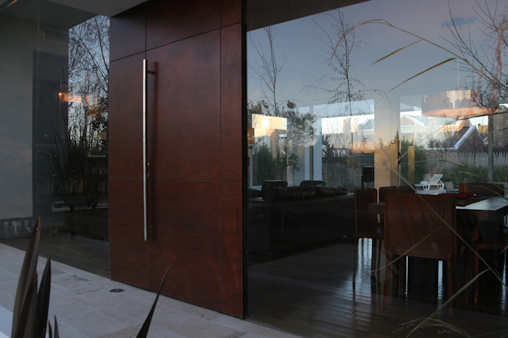 Modern Windows and Doors by Poggi Schmit Arquitectura Modern
